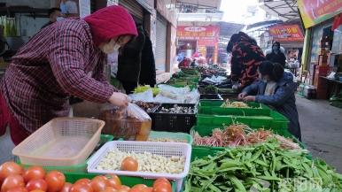 雁城丹山場鎮(zhen)農貿市場商品供應充(chong)足 價格穩