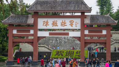 樂(le)至(zhi)部分zhi)扒kai)放 游客需佩戴口罩分散游覽