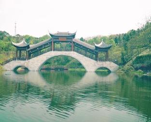 微視(shi)頻︰時(shi)隔十三年,再(zai)游雁城鳳嶺公園