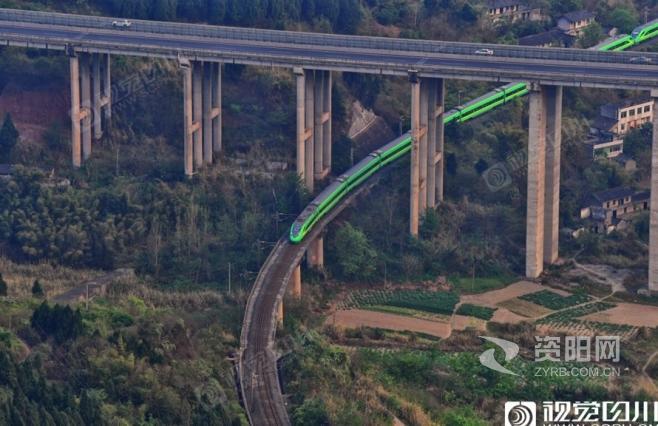超美S型!绿巨人在金堂峡中留下最美身影
