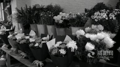 鲜花寄哀思 文明祭祀成新风尚