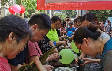 快乐端午欢乐多 社区包粽子比赛暖意融融