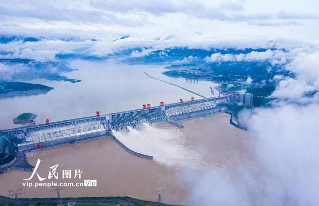 图集||三峡大坝开启3孔泄洪