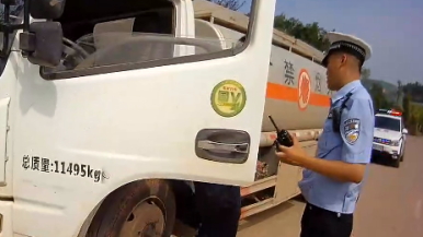 套牌危化品运输货车上路被查 将被强制解体